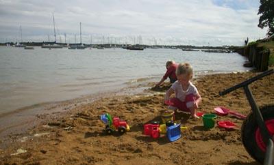 b_and_r_beach_waldringfield.jpg